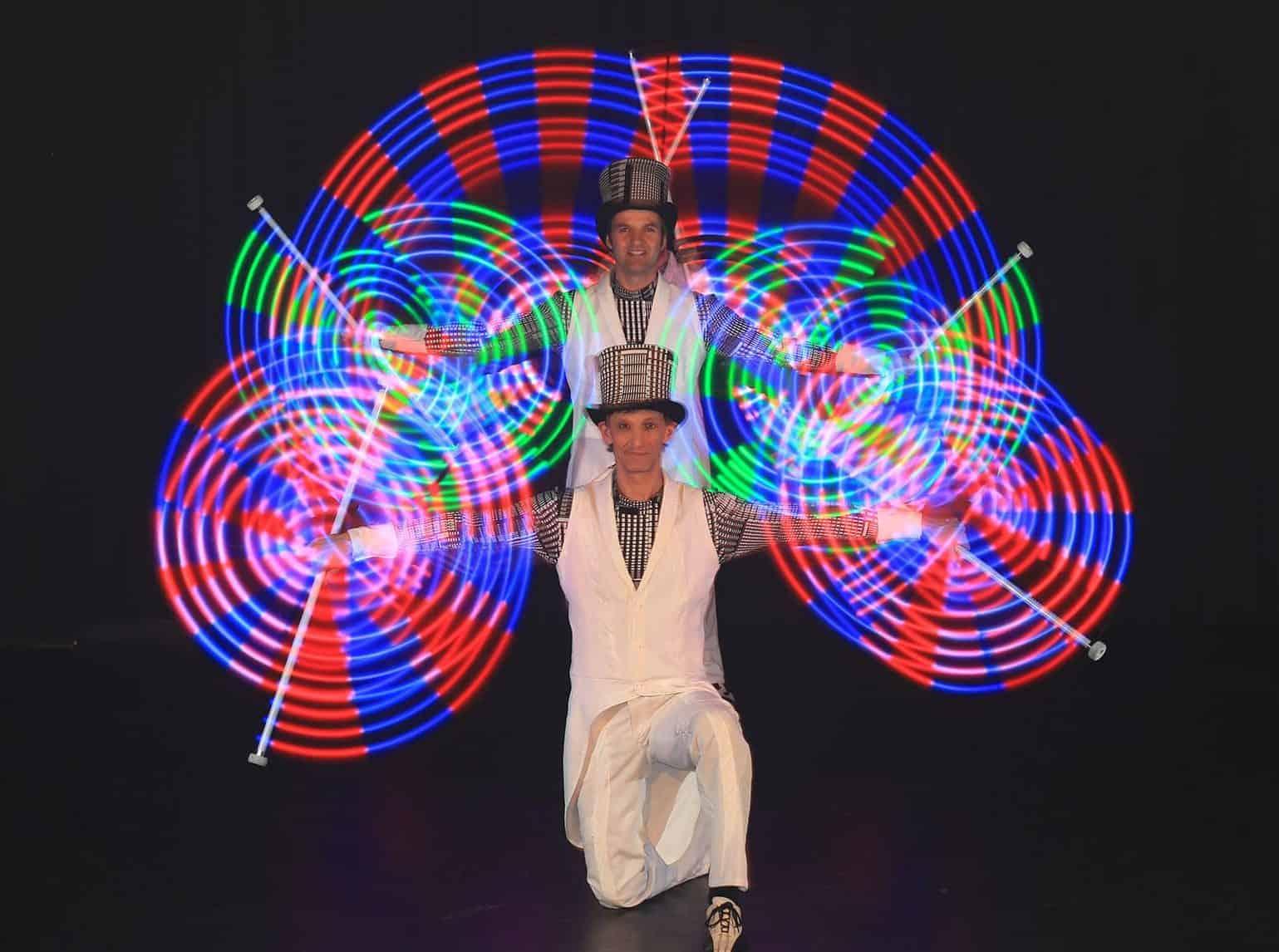chapeau-bas-showact-glow-und-led-10